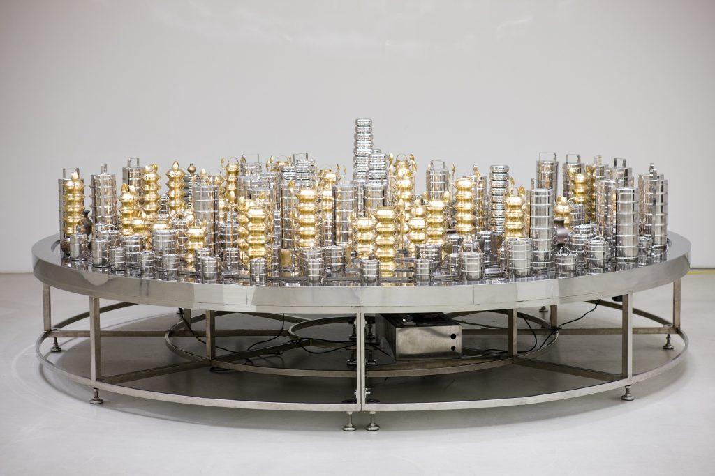 Arario Gallery. Subodh Gupta, Start. Stop., 2008. Cortesía de la galería y artista.