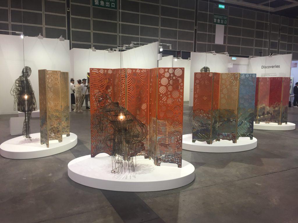 Vista de la instalación Untitled del cubano Jorge Pardo en Art Basel