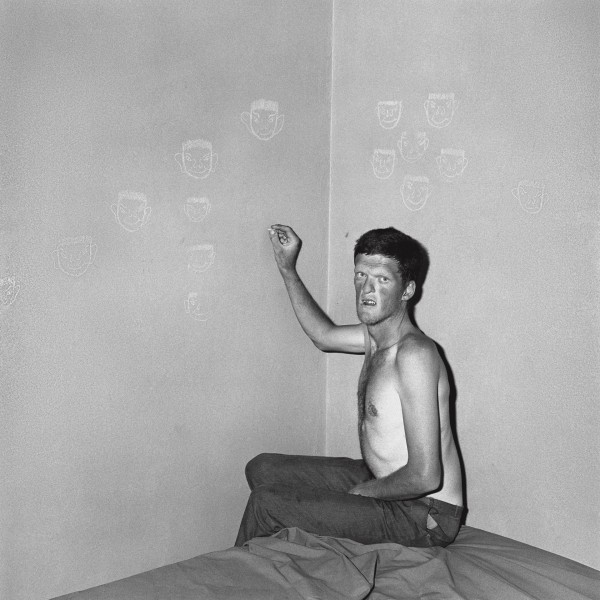 Roger Ballen, Man Drawing chalk faces