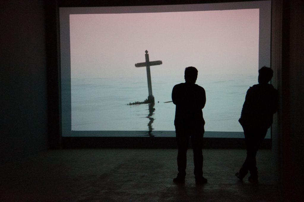 """Exposición """"Pero la desobediencia dormía"""" realizada en MAC Quinta Normal. Obra de Enrique Ramirez."""