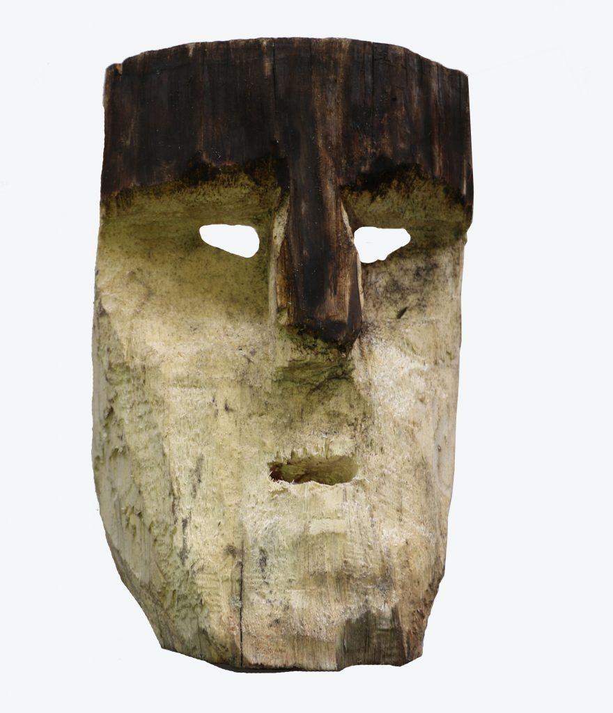 Werkén, 2017, letreros led, máscaras de maderas diversas, fierro, medidas variables. Foto: Benjamín Barrera.