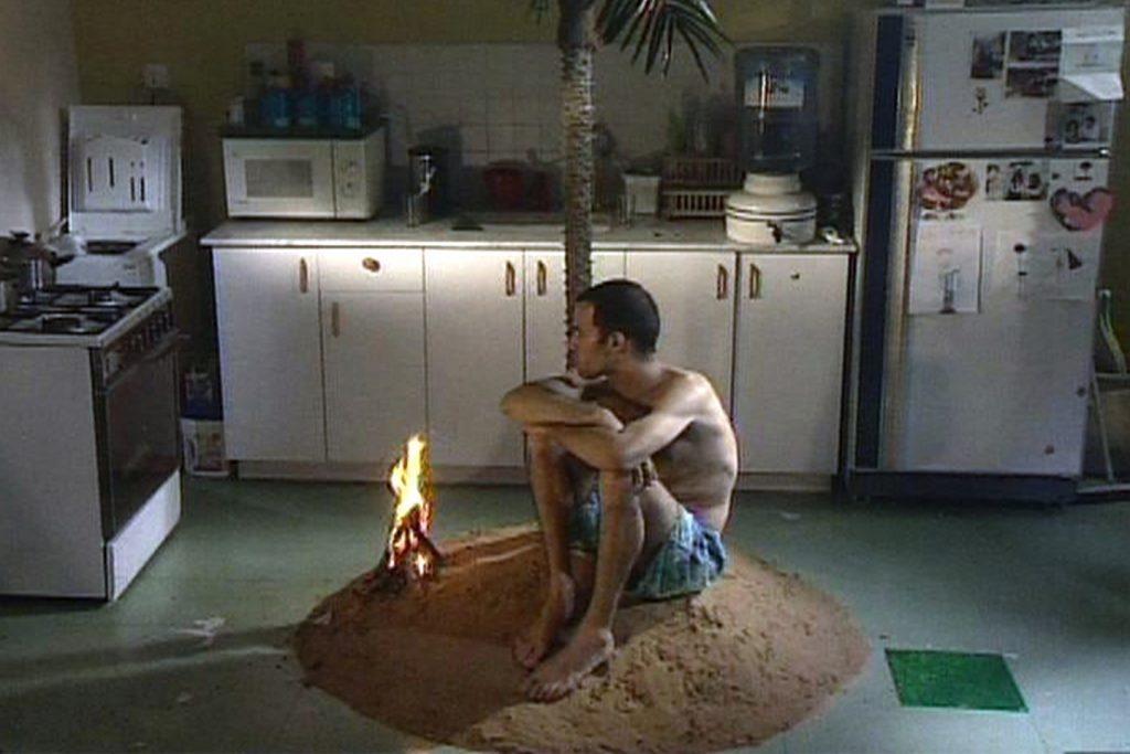 Guy Ben-Ner, Berkeley's Island (frame), Vídeo, 15'00'', 1999