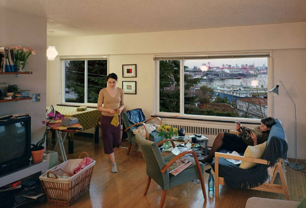 Jeff Wall, A view from an apartment, 2004/2005. Transparencia en caja de luz, dimensiones: 1670 x 2440 mm. Tate Gallery, Londres