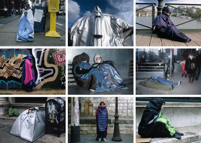 Lucy Orta, Refuge Wear, 1996. Múltiples vistas de las intervenciones en espacio público.